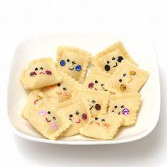 felt faces a la ravioli Food Crafts, Crafts To Do, Crafts For Kids, Arts And Crafts, Diy Crafts, Crochet Kawaii, Felt Patterns, Embroidery Patterns, Felt Food