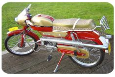 Batavus Whippet uit 1966, heb ik ook nog op gereden 50cc Moped, Moped Scooter, Vespa Scooters, Vintage Bikes, Vintage Cars, Bobbers, Cafe Racers, Choppers, Moped Motor