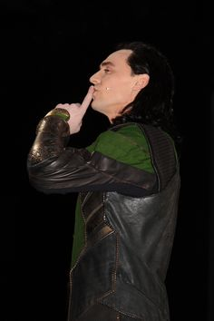 """Loki """"shushes"""" the HUGE crowd in Hall H 2013 San Diego Comic Con, and it INSTANTLY becomes silent!  Who says Loki lost his Silver Tongue?!?!?"""