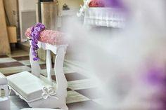 Inginocchiatoio bianco con sfumature di rosa e una punta di lilla. Meraviglioso ed emozionante!