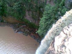 Dica de Destino. A Cachoeira do Rio do Peixe, localizada no Rio Negro, no estado do Mato Grosso do Sul, é uma boa dica de passeio. No fim da caminhada de quase 3 horas, você saltar de uma altura de 3 m no Poço do Arco-Íris. Confira. Foto: Vagner dos Santos.