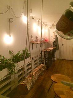 Schommel boomstam, gezien in koffiebar @Budapest dec 2016