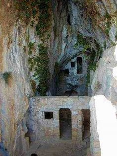 A spectacular walking tour around the Dragon's Cave (Zmajeva Špilja). A must-see in Bol, Brač, Croatia