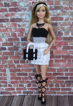 Watch This Video Incredible Crochet a Bear Ideas. Cutest Crochet a Bear Ideas. Crochet Doll Dress, Crochet Barbie Clothes, Doll Clothes Barbie, Barbie Dress, Moda Barbie, Accessoires Barbie, Barbie Fashionista Dolls, Barbie Patterns, Clothes Crafts