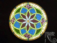 Mandala realizado por Sofía Bincaz http://tallerescaleracaracol.com/artes-del-fuego/mosaico/mandalas/
