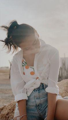 Sophie Giraldo, Youtubers, Ruffle Blouse, Outfits, Lifestyle, Clothes For Women, Beach, Photo Ideas, Vsco