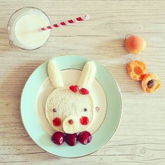 Pin for Later: 61 Food Art Ideas For Kids That Are Almost Too Cute to Eat Some Bunny Loves Lunch There are so many details to love about this creative bunny breakfast, including a sweet barrette made from strawberries. Food Art For Kids, Cooking With Kids, Cooking Tips, Cute Food, Good Food, Yummy Food, Food Design, Toddler Meals, Kids Meals