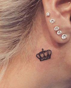 under ear crown tattoo kulak altı taç dövmesi