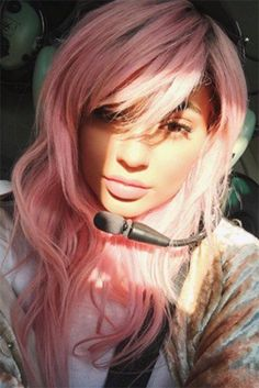 Kylie Jenner Had a 'Perfect' Valentine's Day with Tyga!: Photo Kylie Jenner and her boyfriend Tyga step out together on Sunday (February for Valentine's Day in New York City. The reality star took a helicopter… Kylie Jenner Ombre, Peinados Kylie Jenner, Kendall Jenner, Protective Hairstyles, Cool Hairstyles, Gold Hair Colors, Hair Colours, Rose Gold Hair, Hair Pieces