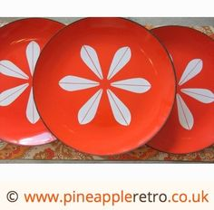 these fab plates would be a great addition to my retro home!