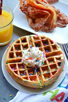 Fluffy homemade waffles with a hint of vanilla and studded with rainbow sprinkles! Funfetti Waffles make perfect sundaes or a fun breakfast. Köstliche Desserts, Delicious Desserts, Dessert Recipes, Good Food, Yummy Food, Cute Food, Waffle Maker Recipes, Food Porn, Homemade Waffles