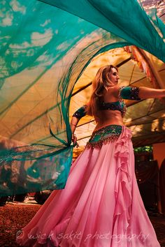 Salome - A belly dancer onstage at Oregon Country Fair Oregon Country Fair, Dance Dreams, Belly Dance Outfit, Fairs And Festivals, Dance Pictures, Dance Pics, Shall We Dance, Belly Dancers, Dance Art
