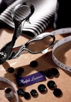 Le service sur mesure, qui sera lancé demain, personnalise les costumes Ralph Lauren emblématiquesavecune coupe impeccable réalisée à la main