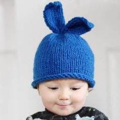 Beginner knitting pattern for this adorable baby bunny hat.