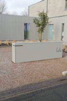 Compound Wall Design, Modern Mailbox, Garage Office, Door Gate, Minimalist Architecture, Post Box, Interior Garden, House Numbers, Urban Design
