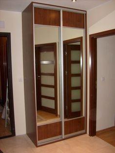 Wykorzystujemy najlepszej jakości materiały, w tym między innymi systemy stalowe i aluminiowe do drzwi przesuwnych i uchylnych.