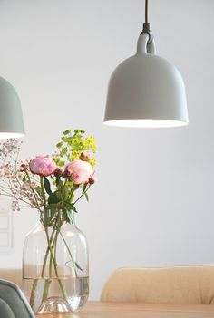 Pfingstrosenfreude Genç Odası - Lilly is Love Decorating Your Home, Interior Decorating, Interior Design Images, Vase Arrangements, D House, Decoration Table, Home Decor Inspiration, Decor Ideas, Home And Living