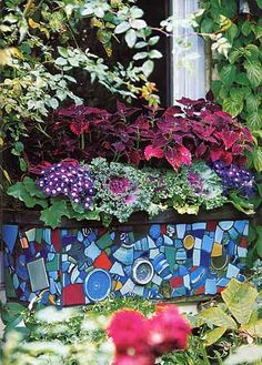 Kaffe Fassett mosaic planters in the garden Mosaic Planters, Mosaic Flower Pots, Garden Mosaics, Mosaic Crafts, Mosaic Projects, Mosaic Glass, Mosaic Tiles, Mosaic Wall, Stained Glass