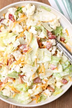 Bacon Cauliflower Salad Recipe Simple Cauliflower Salad Recipe is loaded with bacon, raw cauliflower florets, cheese, and lettuce. This easy cold salad recipe is mixed with a homemade salad dressing. Salad Recipes With Bacon, Bacon Salad, Bacon Recipes, Cooking Recipes, Healthy Recipes, Lettuce Salad Recipes, Meals With Bacon, Simple Salad Recipes, Bacon Bacon