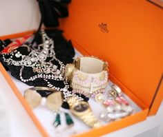 Thanks Santa! A Gift Wrapped Life - Gifting Tips, Advice and Inspiration: Hermes boxes............unadorned but still sparkly