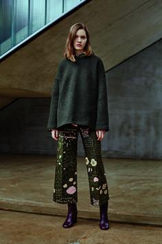 A look from Marimekko's fall 2016 collection. Textiles, 1960s Fashion, Marimekko, Fashion Company, Stylish Dresses, Autumn Fashion, Street Style, Style Inspiration, Fashion Outfits