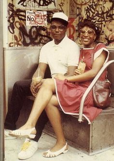 "stereoculturesociety: "" CultureSOUL: Black Couples c. *Hip Hop America* Photos by Jamel Shabazz "" Nyc Subway, New York Subway, Vintage New York, Vintage Bag, Vintage Style, Hip Hop Fashion, Look Fashion, 80s Fashion, Oscar Wilde"
