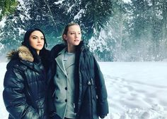 The cast of Riverdale braved the snow today, February 6 in Vancouver to continue filming scenes for their upcoming Season 1 finale. Cole Sprouse, KJ Apa, Camila Mendes, Lili Reinhart and Madelaine … Kj Apa Riverdale, Riverdale Archie, Riverdale Memes, Riverdale Cast, Riverdale Funny, Betty Cooper, Alice Cooper, Lili Reinhart, Archie Comics
