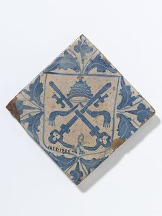 Tile      Place of origin:      Barcelona, Spain (made)     Date:      ca. 1500-1525 (made)     Artist/Maker:      Unknown (production)     Materials and Techniques:      Tin-glazed earthenware     Museum number:      1652-1903