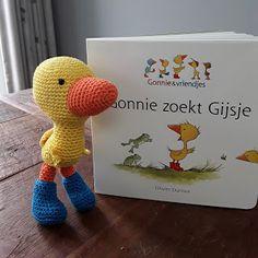 Gonnie zoekt Gijsje - gehaakt - Hip Homemade Tweety, Lana, Dinosaur Stuffed Animal, Homemade, Toys, Crochet, School Ideas, Animals, Character