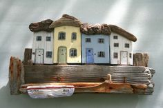 Saltburn Cottages - Folksy gan Sue Greensmith -> hyfryd iawn - Home Decorating Magazines Clay Houses, Ceramic Houses, Miniature Houses, Wooden Houses, Art Houses, Driftwood Sculpture, Driftwood Art, Wooden Art, Wooden Crafts