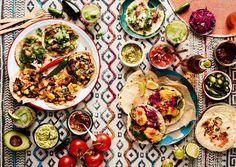 Heittäydy tacohuumaan! Näillä ohjeilla valmistat makoisat tortillat, täytteet ja kastikkeet | Soppa365 Carne Asada, Halloumi, Barbacoa, Tex Mex, Chipotle, Vegetable Pizza, Guacamole, Tacos, Curry