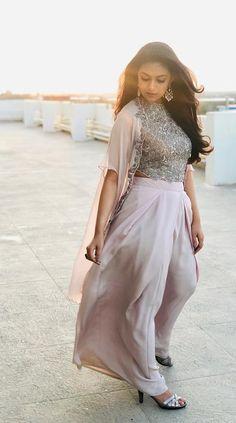 Keerthy Suresh Beautiful HD Photoshoot Stills & Mobile Wallpapers HD Indian Actress Photos, Indian Film Actress, South Indian Actress, Most Beautiful Indian Actress, Beautiful Actresses, Sonam Kapoor, Deepika Padukone, Indian Dresses, Indian Outfits