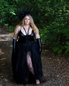 Sian Yapp (@siany1989) • Instagram photos and videos You're Beautiful, Gothic Fashion, Plus Size Fashion, Curves, Bring It On, Nye, Lady, Pretty, Holiday