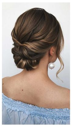 100 Best Wedding Hairstyles Updo For Every Length Looking for the latest hair do? Whether you want to add more edge or elegance – Updo hairstyles can easily make you look sassy and elegant. Wedding Hairstyles For Long Hair, Elegant Hairstyles, Indian Hairstyles, Updos Hairstyle, Popular Hairstyles, Hair Updos For Medium Hair, Short Hairstyles For Wedding Bridesmaid, Updo For Long Hair, Beehive Hairstyles