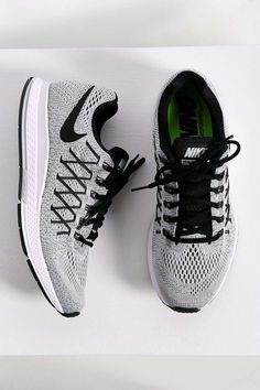 Nike Air Zoom Pegasus 32 Sneaker. work out shoes