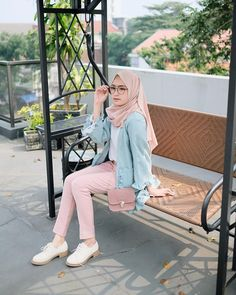 This Hijab Outfit Is So Cutely Modest 💕 Modern Hijab Fashion, Islamic Fashion, Muslim Fashion, Modest Fashion, Teen Fashion, Korean Fashion, Fashion Outfits, Fashion Ideas, Fashion Quotes