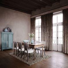 Kobe Poetry | Gordijn | Stijlvol & Klassiek | Aaibare stoffen vind je in deze woonstijl terug op de vloer en voor het raam