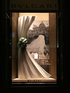 When I see high label show windows, I sometimes become speechless. Visual Merchandising, Window Display Design, Store Window Displays, Retail Displays, Store Front Windows, Retail Windows, Vitrine Design, Visual Display, Jewellery Display