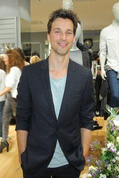 Mal wieder ein Mann! Florian David Fitz in Mavi  Mehr Look gibt es online bei Icon http://www.welt.de/icon/article124496720/Florian-David-Fitz-in-Mavi.html