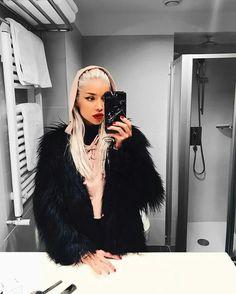 Girls Mirror, Fur Coat, Selfie, Instagram, Fashion, Moda, Fashion Styles, Fashion Illustrations, Fur Coats