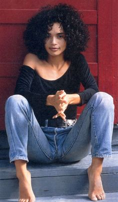 kr: I just love this curly afro shape! --Lisa Bonet's look.