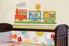 Decore o quarto do seu bebê com o adesivo Trenzinho Baby e deixe que ele traga em seus trilhos os bichinhos mais animados que existem para fazer companhia ao seu amado filhinho. Produzido em material de alta qualidade e de cores vibrantes, este adesivo é ideal para despertar a imaginação e curiosidade do bebê.