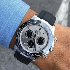 Rolex Cosmograph Daytona with a Silver Dial. Presenting the finest Men's Watches collection inspiration sharing. Best gift for men in fine suits. Rolex Watches For Men, Luxury Watches For Men, Cool Watches, Men's Watches, Rolex Daytona White, Rolex Boutique, Audemars Piguet, Mens Skeleton Watch, Men Accessories