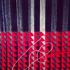 Ilse Acke Weaving Textiles, Weaving Patterns, Textile Patterns, Print Patterns, Loom Weaving, Hand Weaving, Woven Scarves, Modern Fabric, Texture