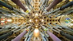 Cuando la arquitectura te hace sentir pequeño. Basílica de la Sagrada Familia de Barcelona