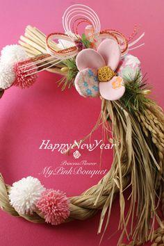 お正月アレンジ Japanese Floral Design, Japanese Flowers, Christmas Door, Christmas And New Year, Diy Flowers, Spring Flowers, Japanese Ornaments, Japanese New Year, New Years Decorations
