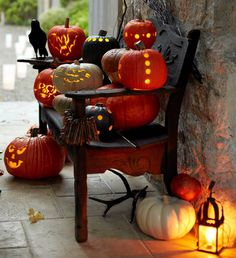 A cluster of Jack o' Lanterns to greet your trick-or-treaters.