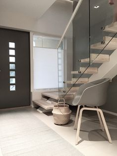 Designtrapp midtvangetrapp med trinn i Douglas Gran Douglas Fir, Stairs, Architecture, Interior, Instagram Posts, Furniture, Design, Home Decor, Copenhagen