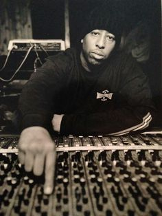 This is something new… Instead of albums DJ Premier decided to give out his top 20 hip hop songs of 2013 first, via his radio show LiveFromHQ. But don't worry, his list of albums are co… Hip Hop Dj, Arte Hip Hop, Dj Premier, Hiphop, Classic Hip Hop Albums, Rapper, Estilo Hip Hop, Hip Hop Producers, Hip Hop Songs