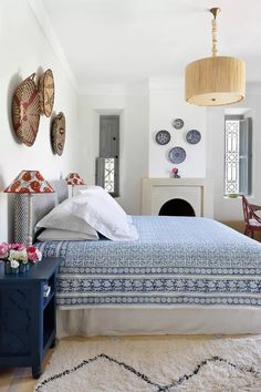 Ceramic Plates as Wall Decoration | House & Garden Blue Rooms, Blue Bedroom, Home Decor Bedroom, Girls Bedroom, Bedroom Furniture, Bedroom Ideas, Bright Rooms, Indian Bedroom, Furniture Design